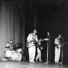 1963 Spotnicks at Paris Olympia