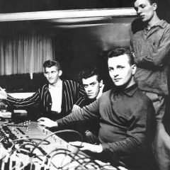 1963 Spotnicks in French recoding studio (2)