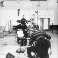 1963 Spotnicks in French recoding studio (3)