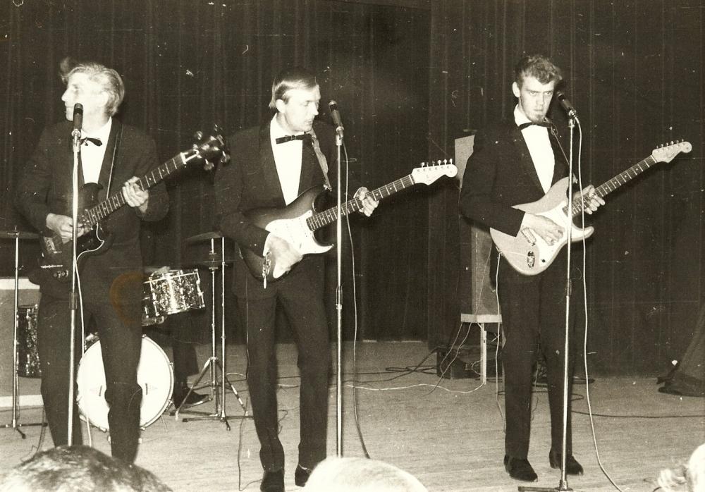 1965 A Spotnicks live 1