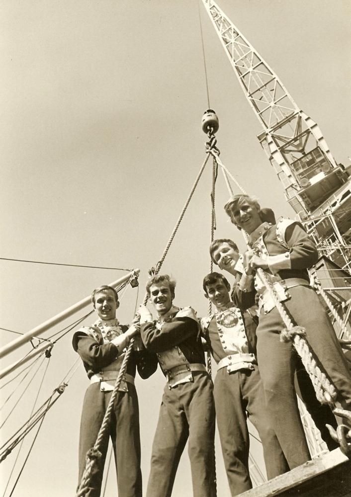 1965 A Gruppenfoto am Kran