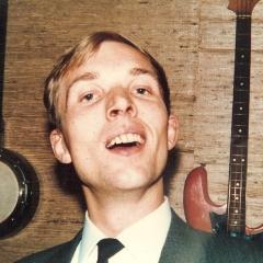 1965 A Bob im Gitarrenladen