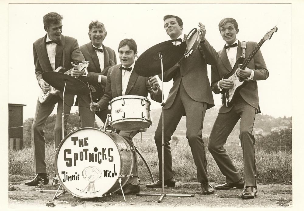 1966 Spotnicks Gruppenfoto draussen