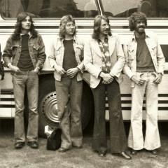 1974-05-Gruppenfoto-vor-Bus-2