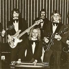 1974 11 Spotnicks Gruppenfoto m Todde (3)