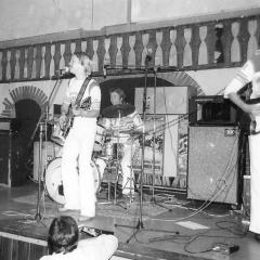 1977 09 Spotnicks live 1