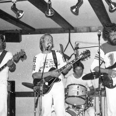 1977 09 Spotnicks live