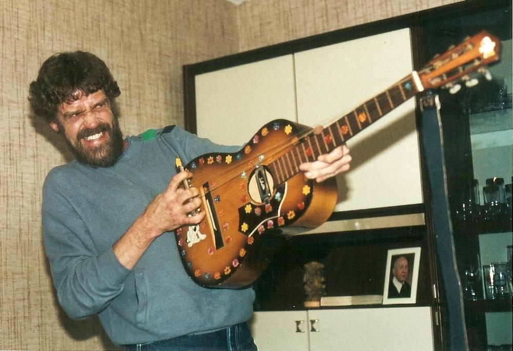 1983 02 Bo broken guitar 1