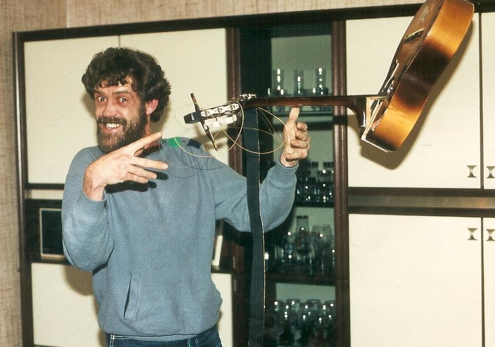 1983 02 Bo broken guitar 6