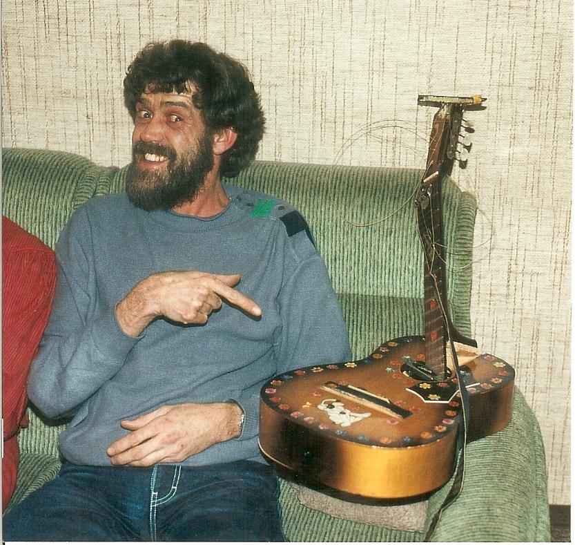 1983  02 Bo broken guitar 7