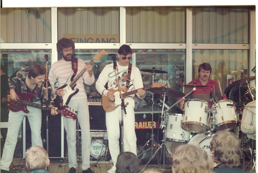 1984-05-05 THE SPOTNICKS At 'IKEA' In KAMEN, GERMANY