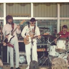 1984 05 Spotnicks live Ikea