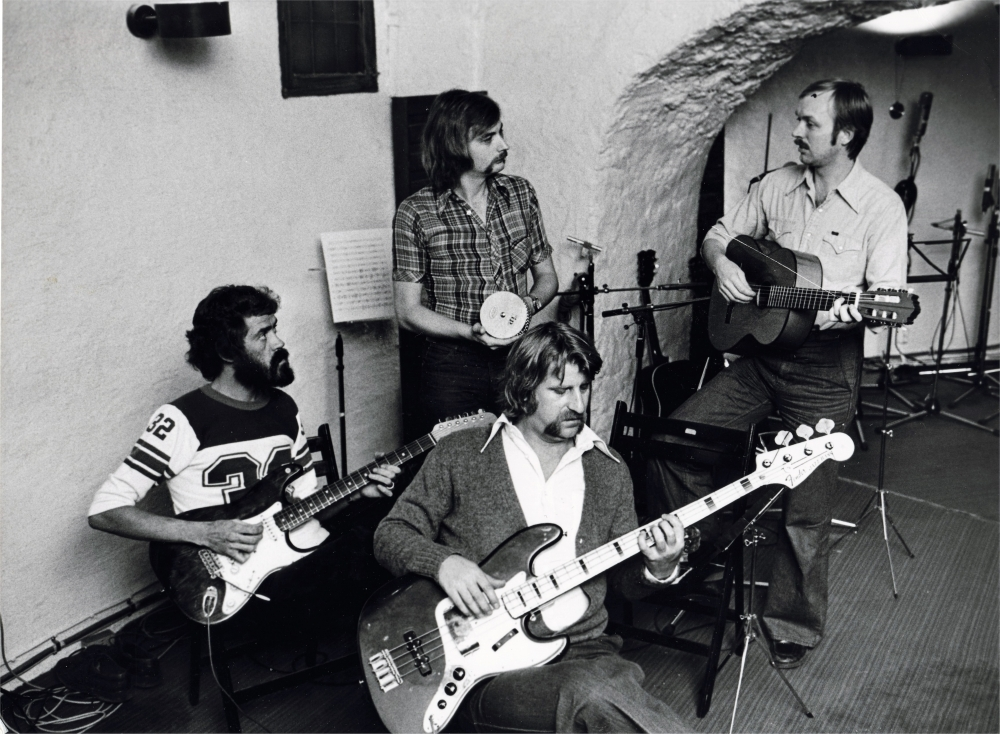 1976 (3)